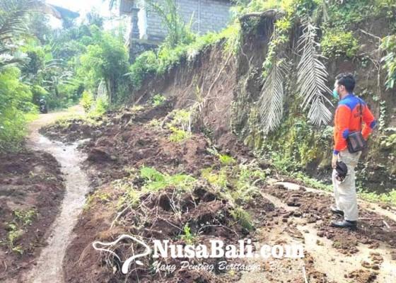 Nusabali.com - jalan-beton-di-desa-duda-timur-longsor