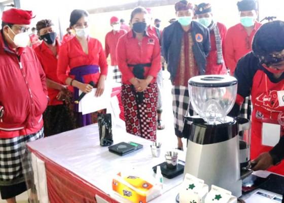 Nusabali.com - sensasi-cascara-coffee-jadi-perhatian-di-lomba-barista-dpc-pdip-bangli