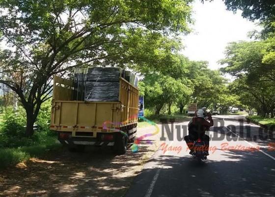 Nusabali.com - wanita-penggoda-resahkan-sopir-truk