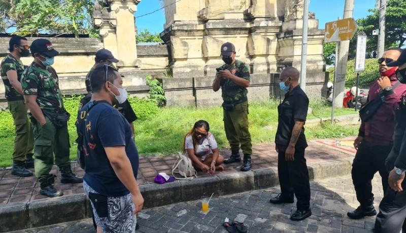 www.nusabali.com-resahkan-pengunjung-pantai-legian-seorang-wanita-diamankan