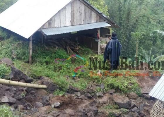 Nusabali.com - longsor-di-munduk-satu-rumah-hancur