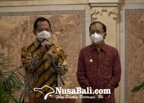 Nusabali.com - mendagri-tinjau-vaksinasi-pelaku-pariwisata-di-sanur