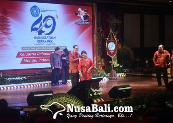 Nusabali.com - grogi-asisten-i-setda-provinsi-pijat-istri-di-panggung