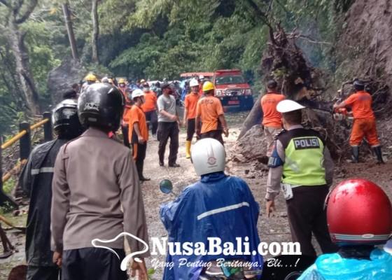 Nusabali.com - akses-denpasar-singaraja-sempat-lumpuh-15-jam