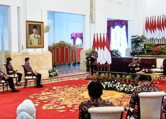 Nusabali.com - presiden-wajibkan-bupati-pakai-produk-lokal-untuk-proyek-pemerintah