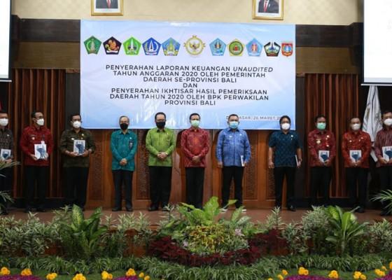 Nusabali.com - bupati-suwirta-serahkan-laporan-keuangan-tanpa-audit-kepada-bpk