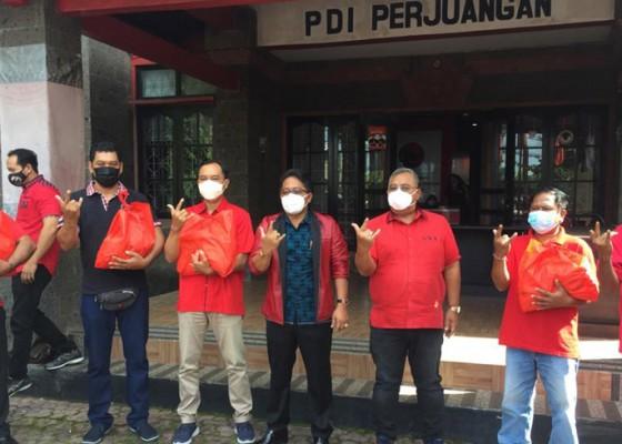 Nusabali.com - dpc-pdip-badung-berbagi-1000-paket-sembako