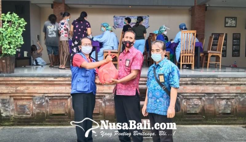 www.nusabali.com-dapur-umum-berbagi-nasi-bungkus-gratis-ke-petugas-vaksinasi