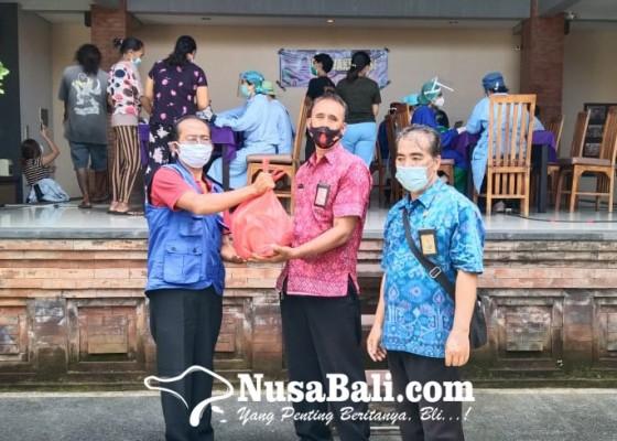 Nusabali.com - dapur-umum-berbagi-nasi-bungkus-gratis-ke-petugas-vaksinasi