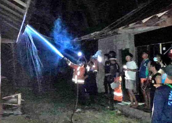 Nusabali.com - kios-di-pasar-penarukan-terbakar-kerugian-capai-rp-20-juta