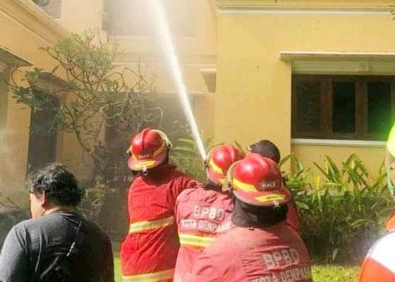 Nusabali.com - rumah-mewah-milik-dokter-anak-terbakar