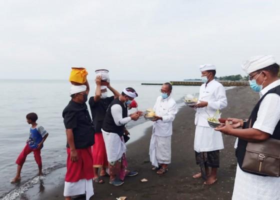 Nusabali.com - melasti-desa-adat-buleleng-dibatasi