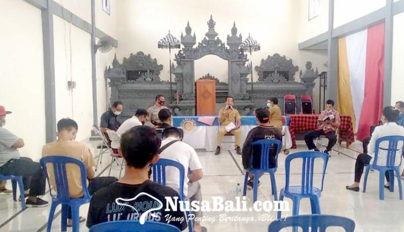 www.nusabali.com-warga-datangi-kantor-desa-dangin-tukadaya