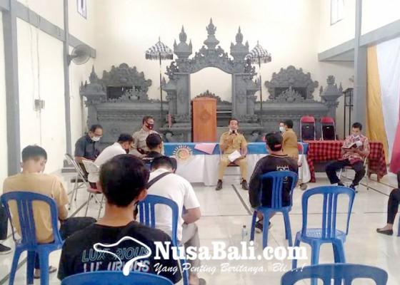 Nusabali.com - warga-datangi-kantor-desa-dangin-tukadaya