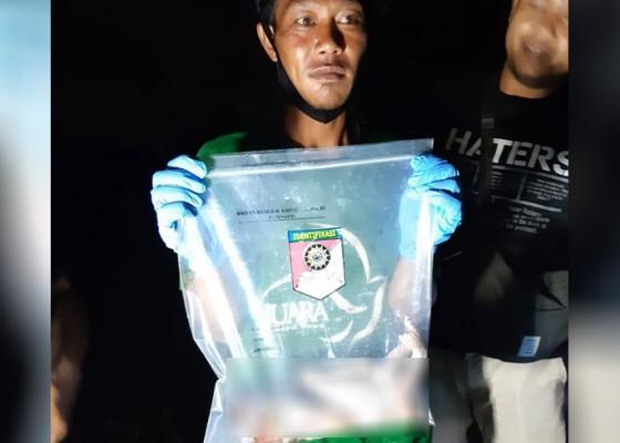 Nusabali.com - mayat-bayi-laki-laki-di-tukad-unda-klungkung-ditemukan-di-antara-bebatuan-dan-tumpukan-sampah