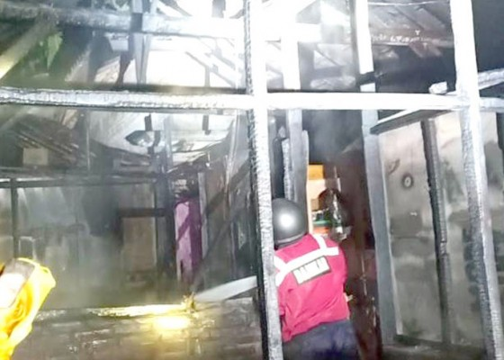 Nusabali.com - ngecas-hp-rumah-terbakar
