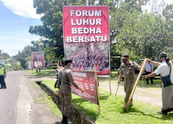 Nusabali.com - muncul-spanduk-kritisi-calon-incumbent