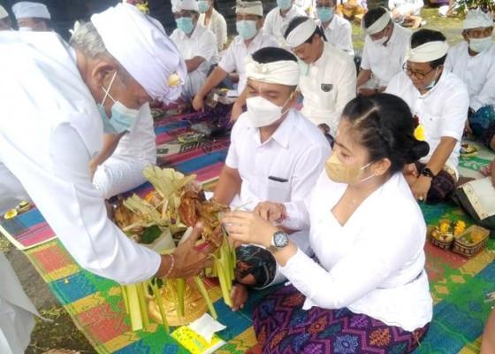 Nusabali.com - wabup-patriana-hadiri-pujawali-di-pura-pesimpangan-besakih