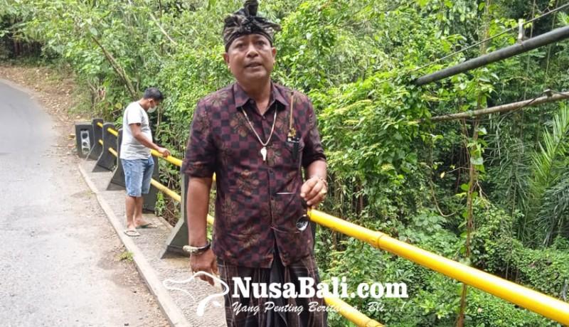 www.nusabali.com-pecalang-jaga-jembatan-tukad-petanu