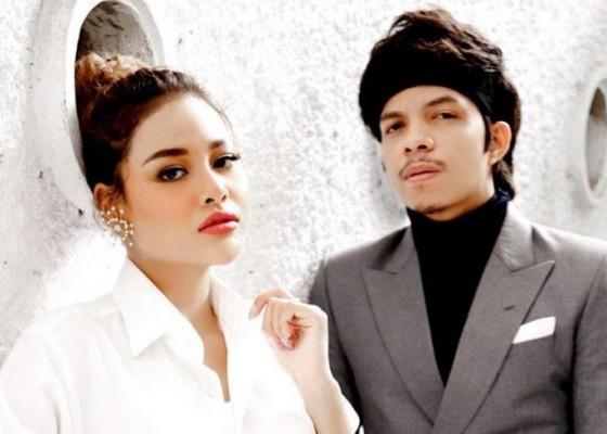 Nusabali.com - atta-aurel-sah-jadi-pasangan-suami-istri-jokowi-dan-prabowo-jadi-saksi