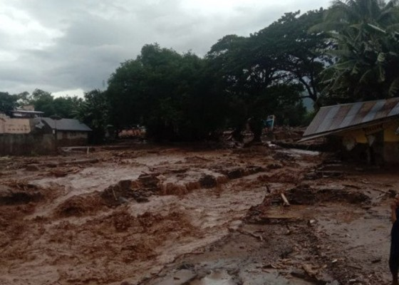 Nusabali.com - 40-rumah-tertimbun-longsor-100-warga-dilaporkan-hilang