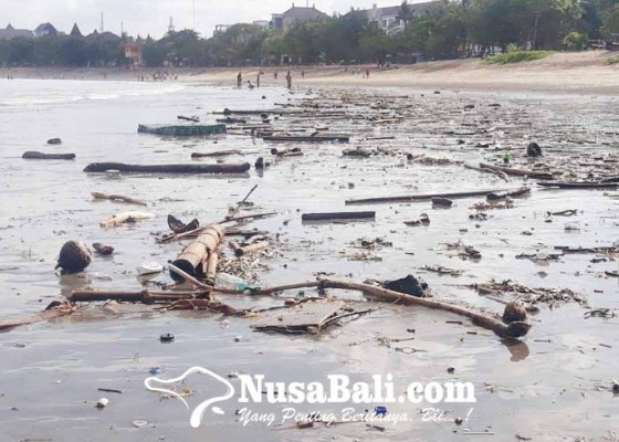 Nusabali.com - sampah-kiriman-di-pantai-kuta-kejutkan-petugas