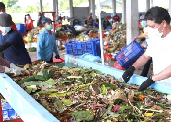 Nusabali.com - bupati-suwirta-tinjau-mesin-olah-sampah-di-toss