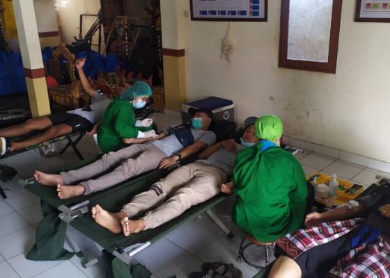 Nusabali.com - pemungut-sampah-dan-donor-darah-diapresiasi-beras