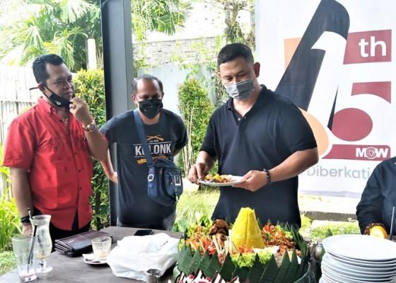 Nusabali.com - rayakan-hut-ke-15-mcw-bersyukur-tetap-diberkati