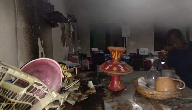 www.nusabali.com-ruang-sapras-distan-tabanan-terbakar