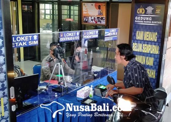 Nusabali.com - launching-layanan-drive-thru-perpanjangan-sim-selesai-5-10-menit