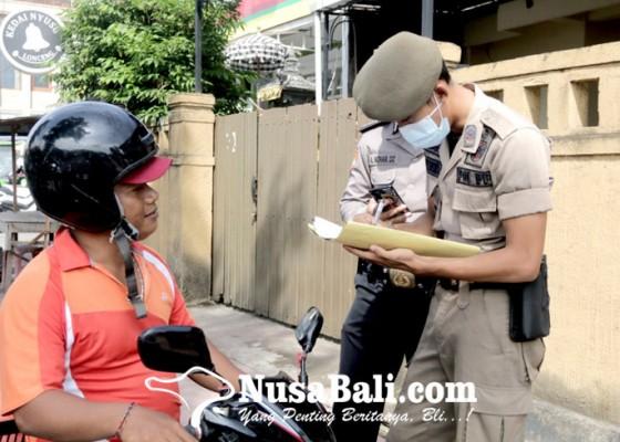 Nusabali.com - satpol-pp-buleleng-jaring-2979-pelanggar-prokes