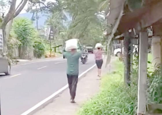 Nusabali.com - diduga-penerima-beras-miskin-naik-terios