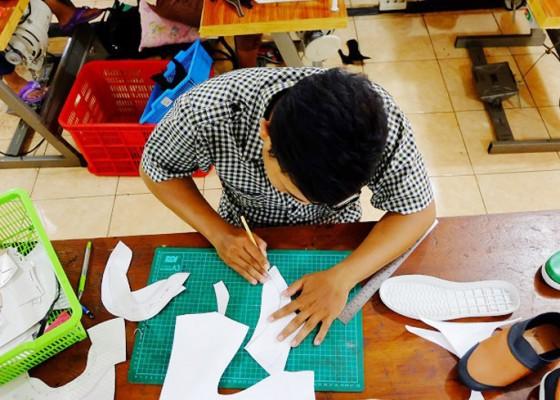 Nusabali.com - porsi-30-berpotensi-jadi-kredit-macet