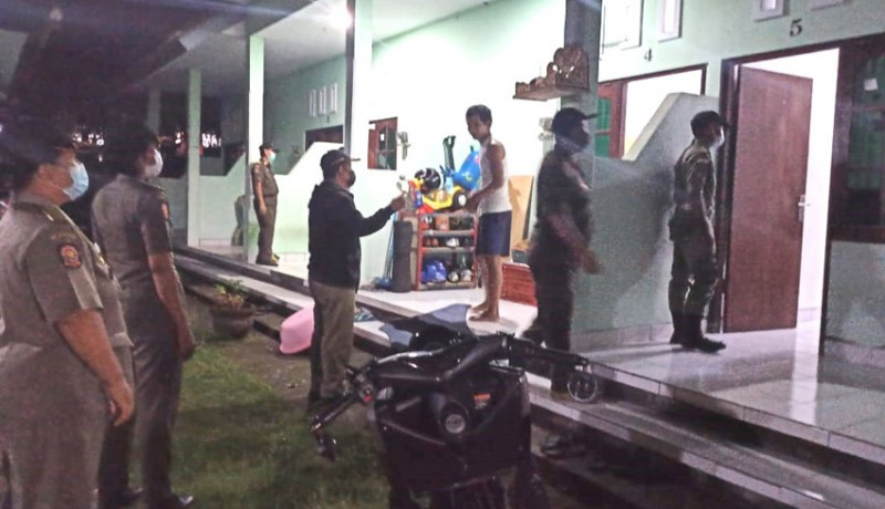 www.nusabali.com-satpol-pp-jaring-17-penduduk-pendatang