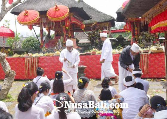 Nusabali.com - jelang-nyineb-pamedek-ramai-tangkil-ke-pura-besakih