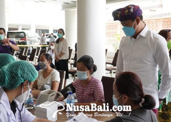 Nusabali.com - 4000-warga-kuta-jalani-vaksinasi-covid-19-di-beachwalk