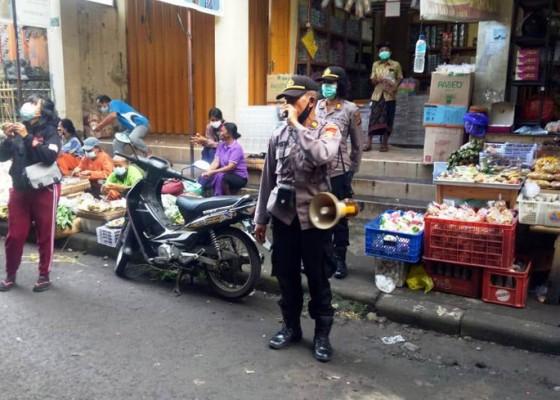 Nusabali.com - petugas-perketat-pengamanan-dan-prokes-di-pasar-kidul