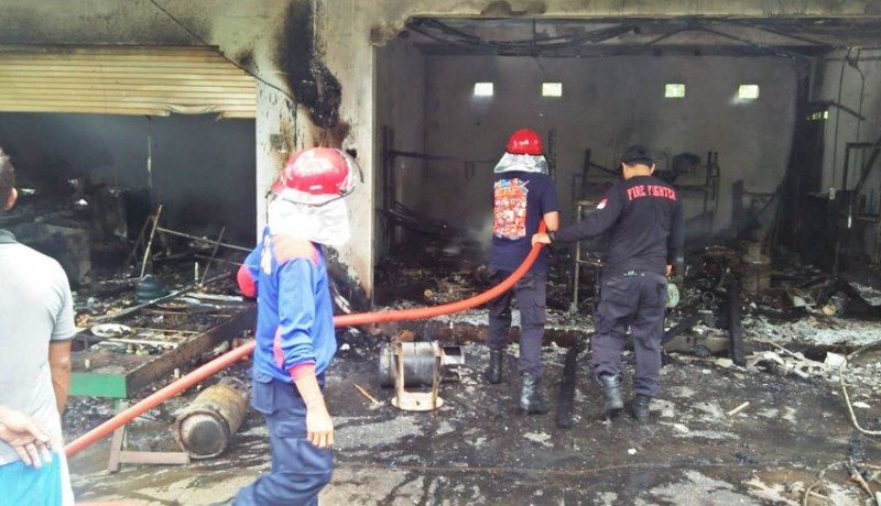 www.nusabali.com-warung-dan-bengkel-ludes-terbakar