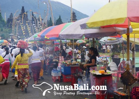 Nusabali.com - dinamika-pedagang-di-besakih-diatur-keramaian-pamedek
