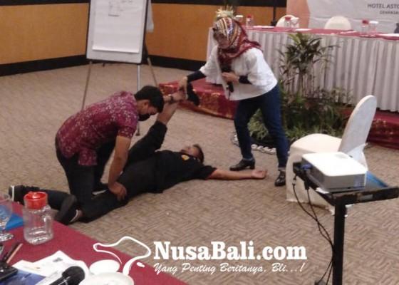 Nusabali.com - denpasar-tingkatkan-kualitas-28-pelatih-karate