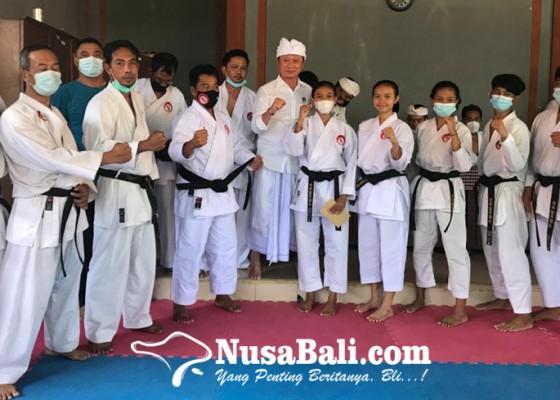 Nusabali.com - ketua-lemkari-bali-bantu-tujuh-dojo-di-klungkung