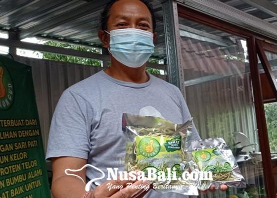 Nusabali.com - ciptakan-mie-instan-berbahan-saripati-daun-kelor