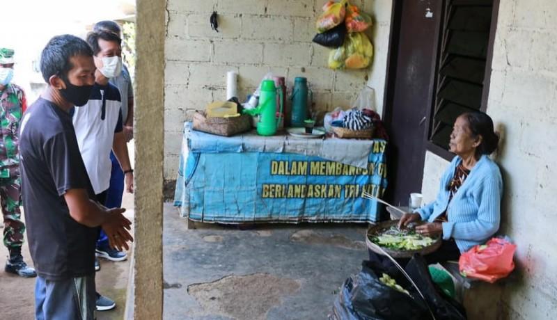 www.nusabali.com-warga-miskin-terima-bantuan-dapur