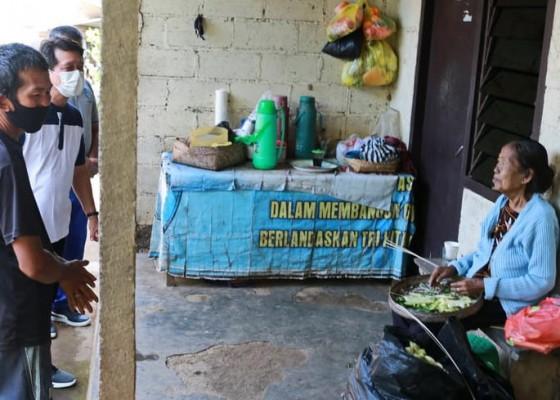 Nusabali.com - warga-miskin-terima-bantuan-dapur