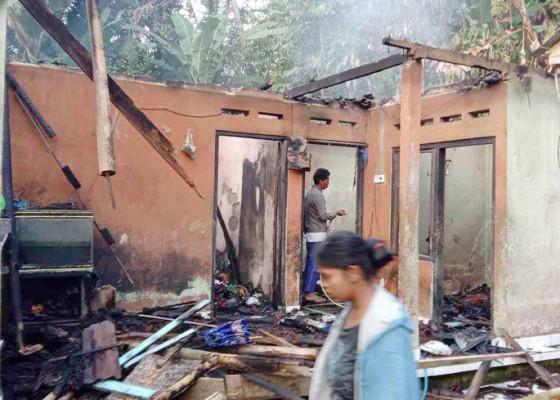 Nusabali.com - diduga-korsleting-rumah-terbakar
