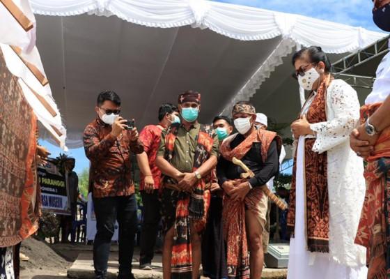 Nusabali.com - putri-koster-sebut-umbu-sebagai-guru-alam