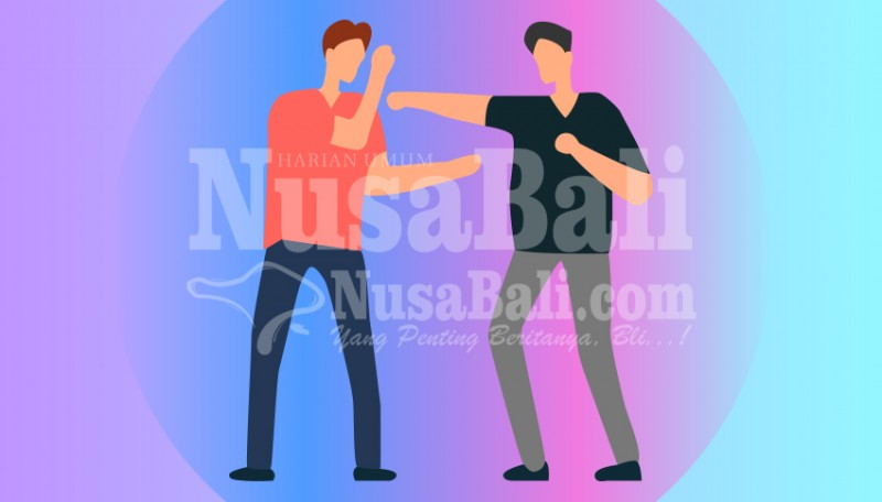 www.nusabali.com-gara-gara-isu-selingkuh-2-warga-desa-akah-duel