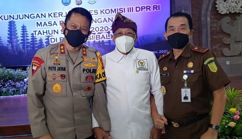 www.nusabali.com-polda-dan-phdi-diminta-intensifkan-koordinasi