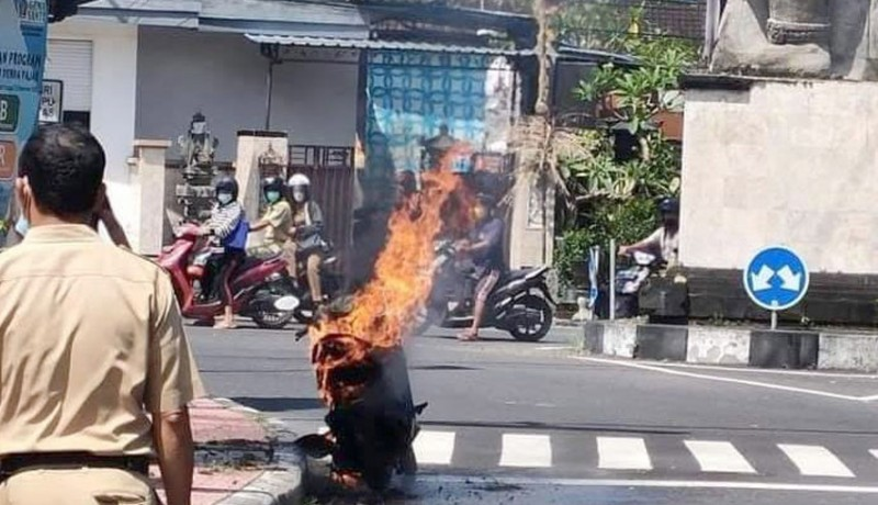 www.nusabali.com-usai-isi-bbm-sepeda-motor-terbakar